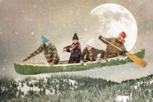 quatre personnes courent la chasse galerie dans un canot volant
